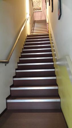 Sunshine Inn: Staircase