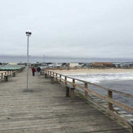 Carolina Beach, NC: Cool wintery day on the pier. Our first visit