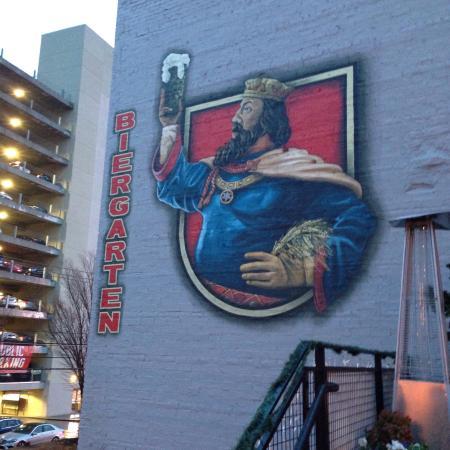 Der Biergarten: Cool exterior