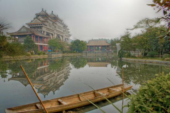 Mt. Shunfeng Park: Pond and entrance arch