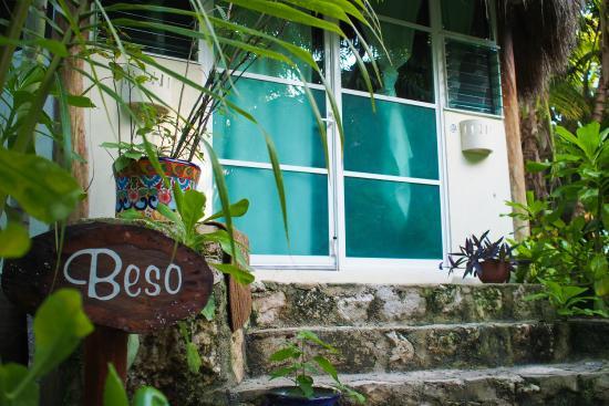 Nueva Vida de Ramiro: Beso studio