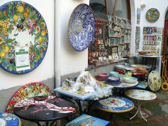 Ceramiche D'Arte Pascal: The large plates are magnificent.