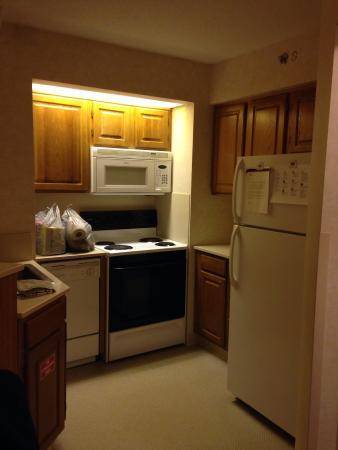 Residence Inn Rochester West/Greece: Kitchen
