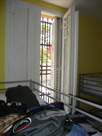Feetup Garden House Hostel: I was in the front room on first floor...