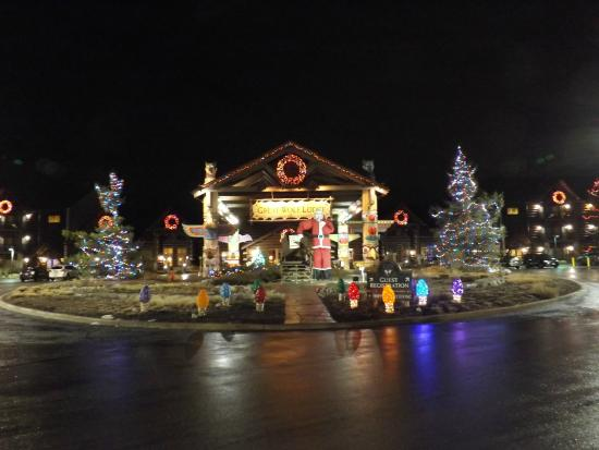 great wolf lodge exterior all decorated for christmas
