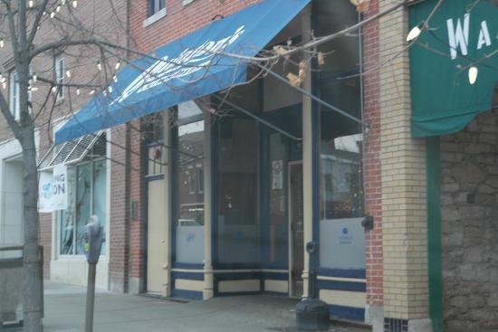 Quinton's Bar & Deli