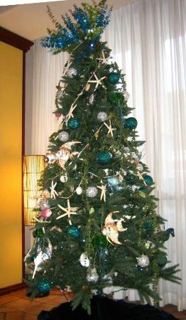 Hawaiian Christmas Tree In The Lobby Picture Of Best Western The