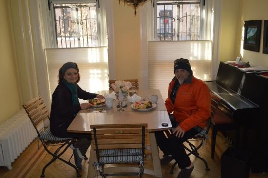 Harlem Renaissance House B&B: breakfast with Rick...superb!