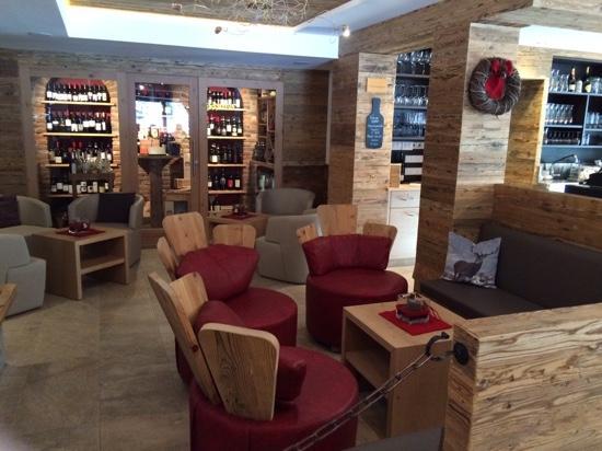 Passo Sella Dolomiti Mountain Resort : vinoteca