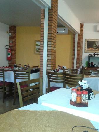 Restaurante e Petiscaria Peixe Frito: Interior do peixe frito. ..