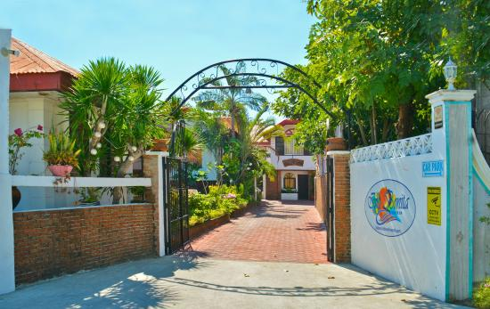 Isla Bonita Beach Resort Entrance To