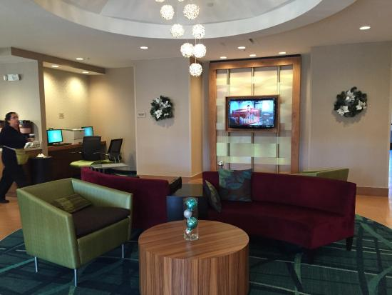 SpringHill Suites by Marriott Nashville Airport: Great lobby!