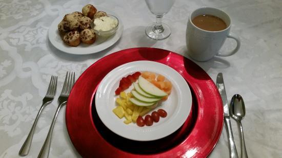 """Open Gates B&B : refreshing fresh fruit platter with homemade apple muffin, breakfast """"appetizer"""""""