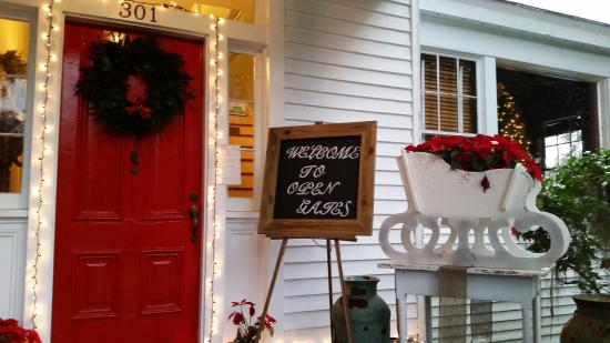 Open Gates B&B : front porch welcome - winter
