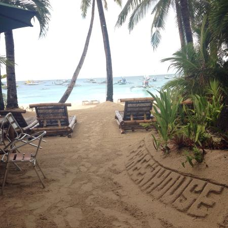 The Greenhouse (Boracay Beach House): Front yard!