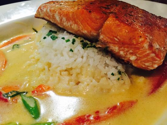 Abode Restaurant: Salmon with mashed potatos! Super Special!