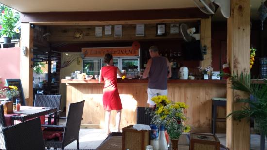 Guesthouse Liam's Suan Dok Mai : the bar