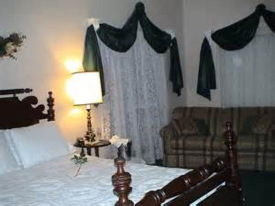 Woodridge Bed and Breakfast of Louisiana: Just one of the many rooms