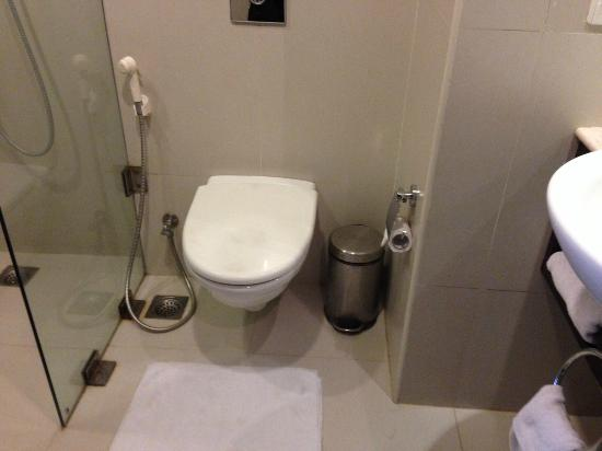 Keys Select Hotel Hosur Road: Toilet