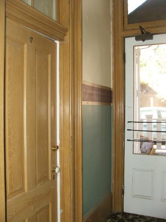 Silver Queen Hotel: The back door by room 7