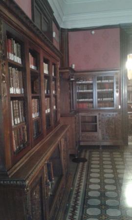 Casa Museo Giovanni Verga : squarcio della biblioteca