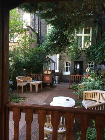Regency House Hotel: Rear courtyard