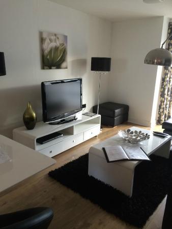 Love-Cheltenham: Lounge dining area