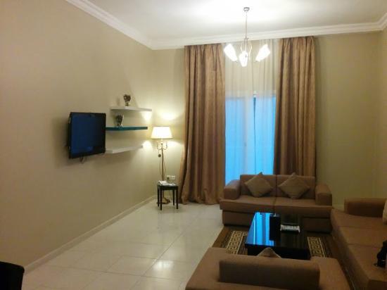 Emirates Stars Hotel Apartments: Гостинная