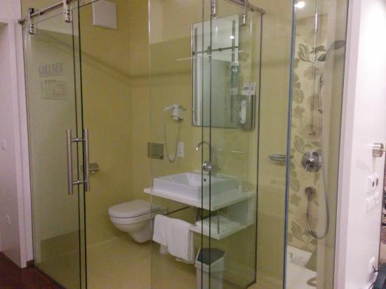 Hotel Gollner: Bagno con pareti trasparenti