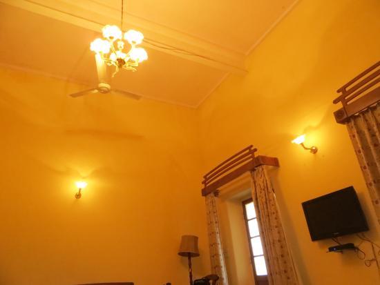 Hotel Khasa Kothi: Deluxe suite room