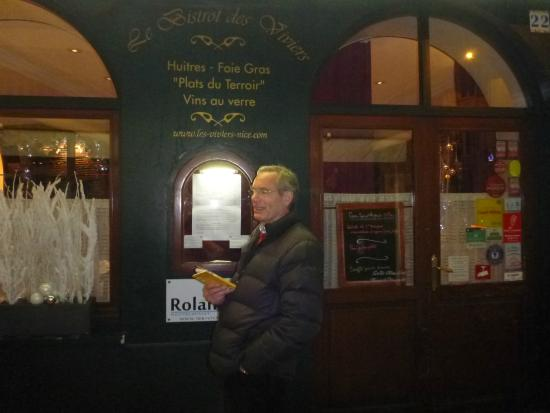 Les Viviers: Exterior of Le Bistrot des Viviers ~ reservations essential