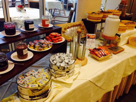 Hotel Seehof Davos: Superb breakfast buffet