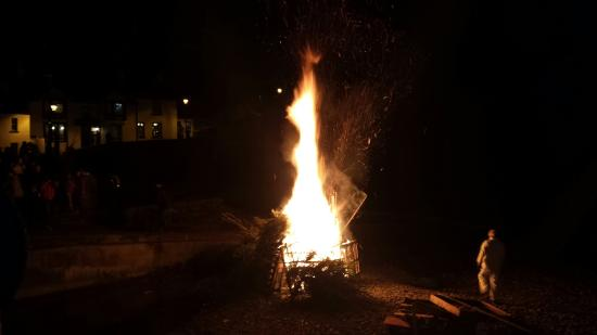 The Castle: The annual Christmas tree burning event