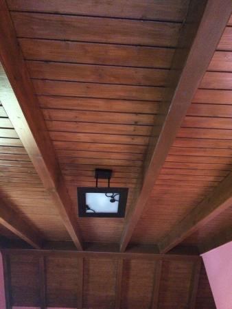 Picadero de caballos picture of casa pando ribadesella - Techo de madera ...