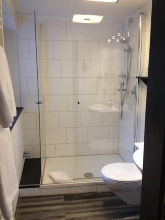 Galerie-Hotel: Sehr sauberes Badezimmer