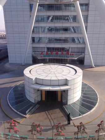 Dazhong Airport Hotel: View of the north half of the hotel as seen from the south half.