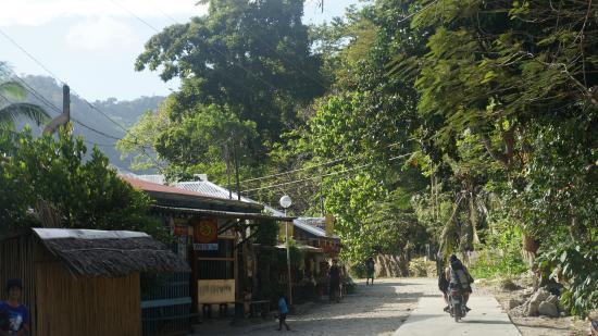 Palawan Mangrove Resort : Motorrijders pikten ons op om naar Mangrove Resort te rijden, zo'n 3 minuten verderop.