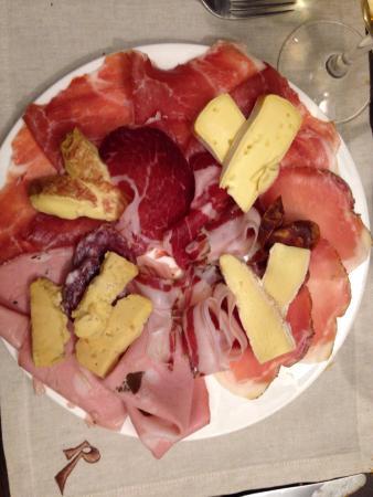 Cul de Sac Wine Bar : Mixed salumi and formaggi platter