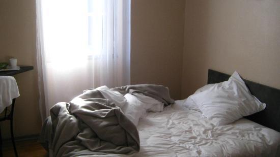 Hotel Le Rochegude : Bed