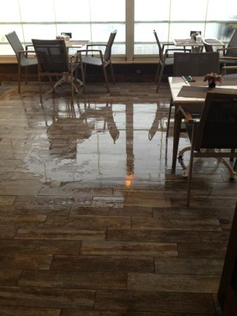 Bucoleon Palace Hotel: roof terrace, where the floor was flooded, rain was dripping onto chairs, tables and even foodpl