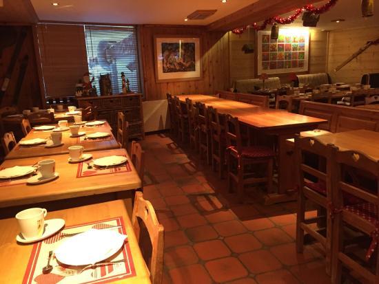 Auberge Saint-Hubert : The restaurant and breakfast room