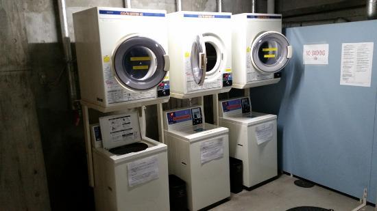 Hotel Sunroute Plaza Shinjuku: Coin laundry