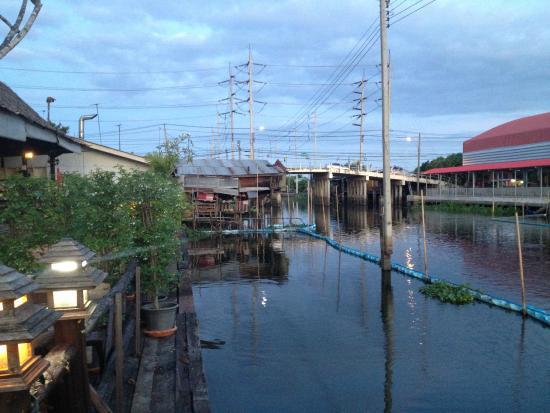 Princess Suvarnabhumi Airport Residence: Il mercato galleggiante dall'area ristorazione