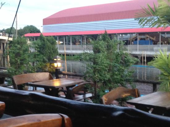Princess Suvarnabhumi Airport Residence: I tavoli