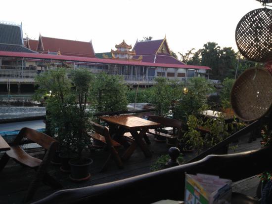 Princess Suvarnabhumi Airport Residence: Il tempio