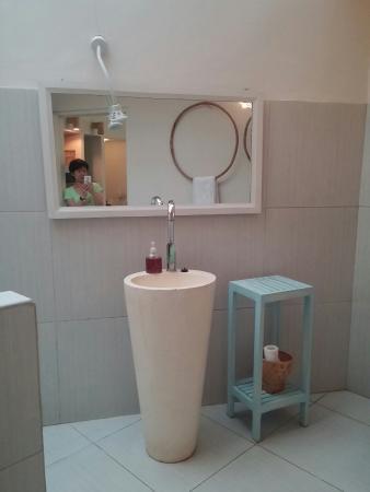 Lumbung Sari Cottages : Shower room