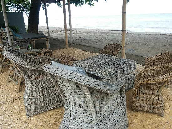 Lumbung Sari Cottages : Chill at the beach