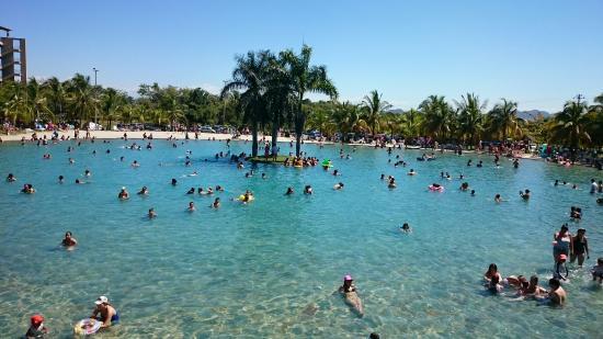 Tolima Department, Colombia: Piscina más grande del centro vacacional, pisci-playa... Muy vacano