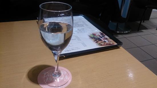 Date no Gyutan (Sendai Station 3F shop): 宮城の地酒「愛宕の松」760円