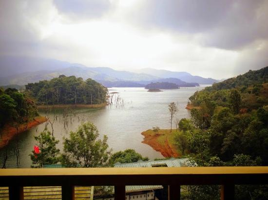 Silver Green Holiday Enclaves: View from the cottage Balcony overlooking the Banasura Sagar Lake